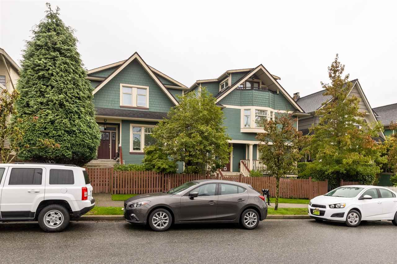 Photo 11: Photos: 1522 GRAVELEY STREET in Vancouver: Grandview Woodland Townhouse for sale (Vancouver East)  : MLS®# R2407954