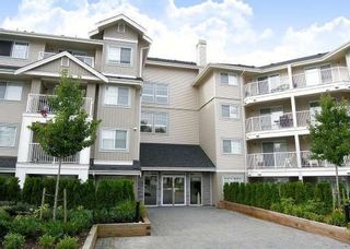 Photo 1: 105-19366 65th Avenue in Cloverdale: Clayton Condo for sale : MLS®# F2831458