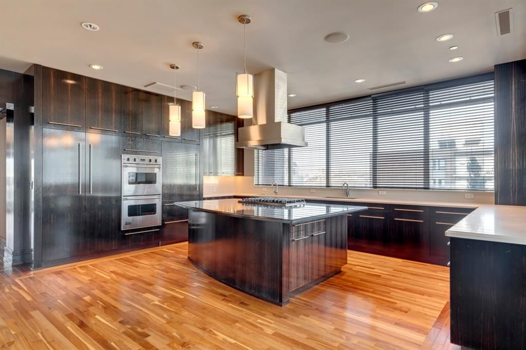 Photo 2: Photos: 1001 701 3 Avenue SW in Calgary: Downtown Commercial Core Apartment for sale : MLS®# A1050248