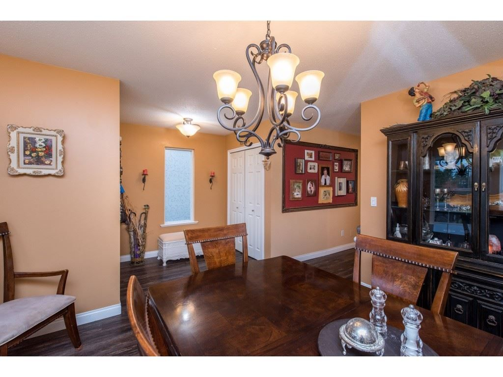 "Photo 6: Photos: 9 45306 BALMORAL Avenue in Sardis: Sardis West Vedder Rd House for sale in ""BALMORAL PARK ESTATES"" : MLS®# R2518450"