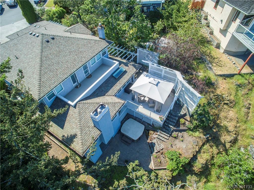 Main Photo: 894 Currandale Crt in VICTORIA: SE Lake Hill House for sale (Saanich East)  : MLS®# 787467