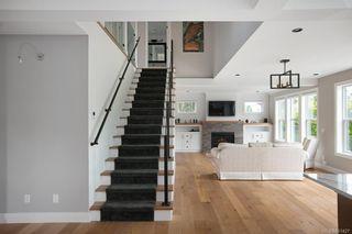 Photo 10: 2075 Neil St in : OB Henderson House for sale (Oak Bay)  : MLS®# 861427