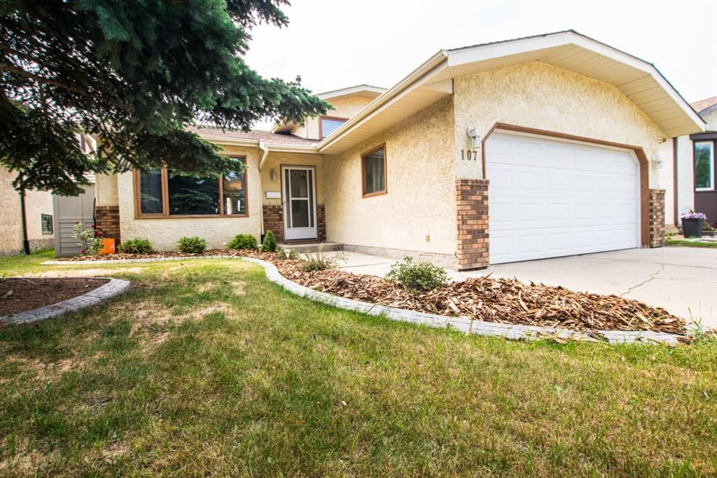 Main Photo: 107 Roberts Crescent: Red Deer Detached for sale : MLS®# A1126309