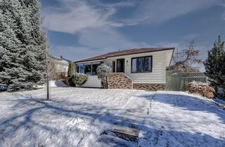 Photo 2: 716 Thorneycroft Drive NW in Calgary: Thorncliffe Detached for sale : MLS®# A1089145