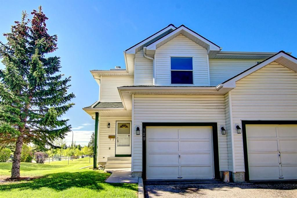 Main Photo: 129 Sandpiper Lane NW in Calgary: Sandstone Valley Row/Townhouse for sale : MLS®# A1106631