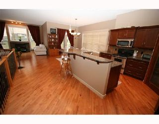 Photo 2:  in CALGARY: Valley Ridge Residential Detached Single Family for sale (Calgary)  : MLS®# C3278876