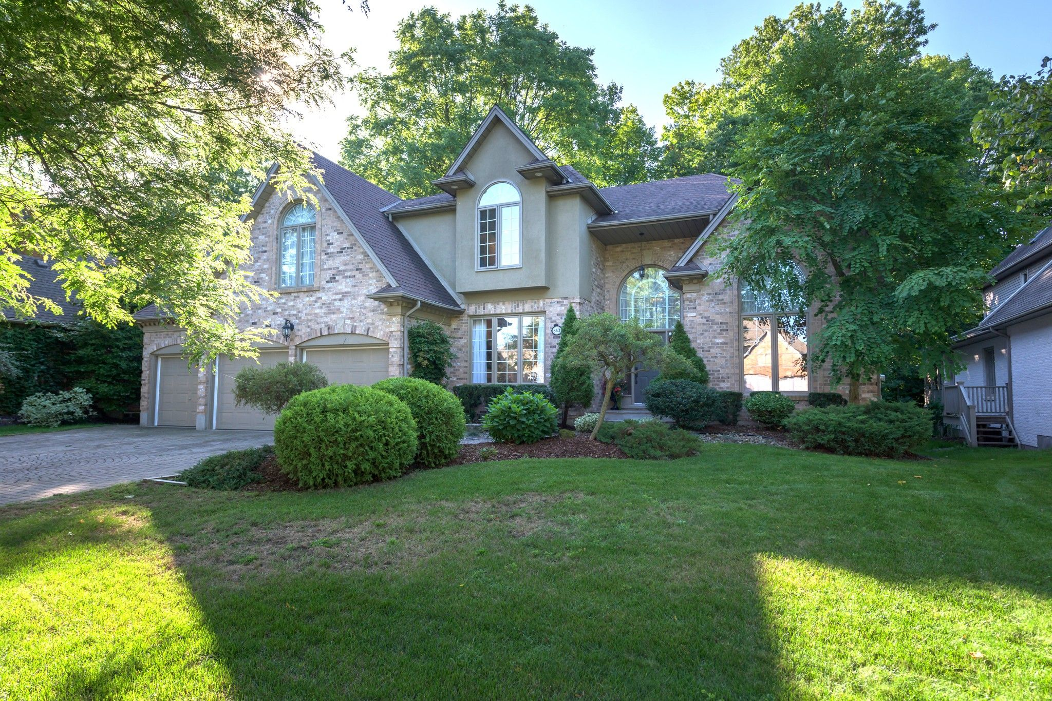 Main Photo: 863 MANCHESTER Road in London: Property for sale : MLS®# 40019630
