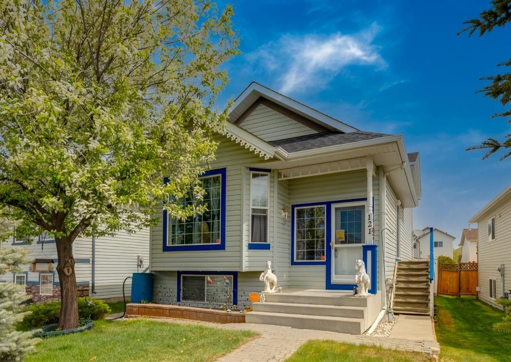 Main Photo: 121 Covehaven View NE in Calgary: Coventry Hills Detached for sale : MLS®# A1115933