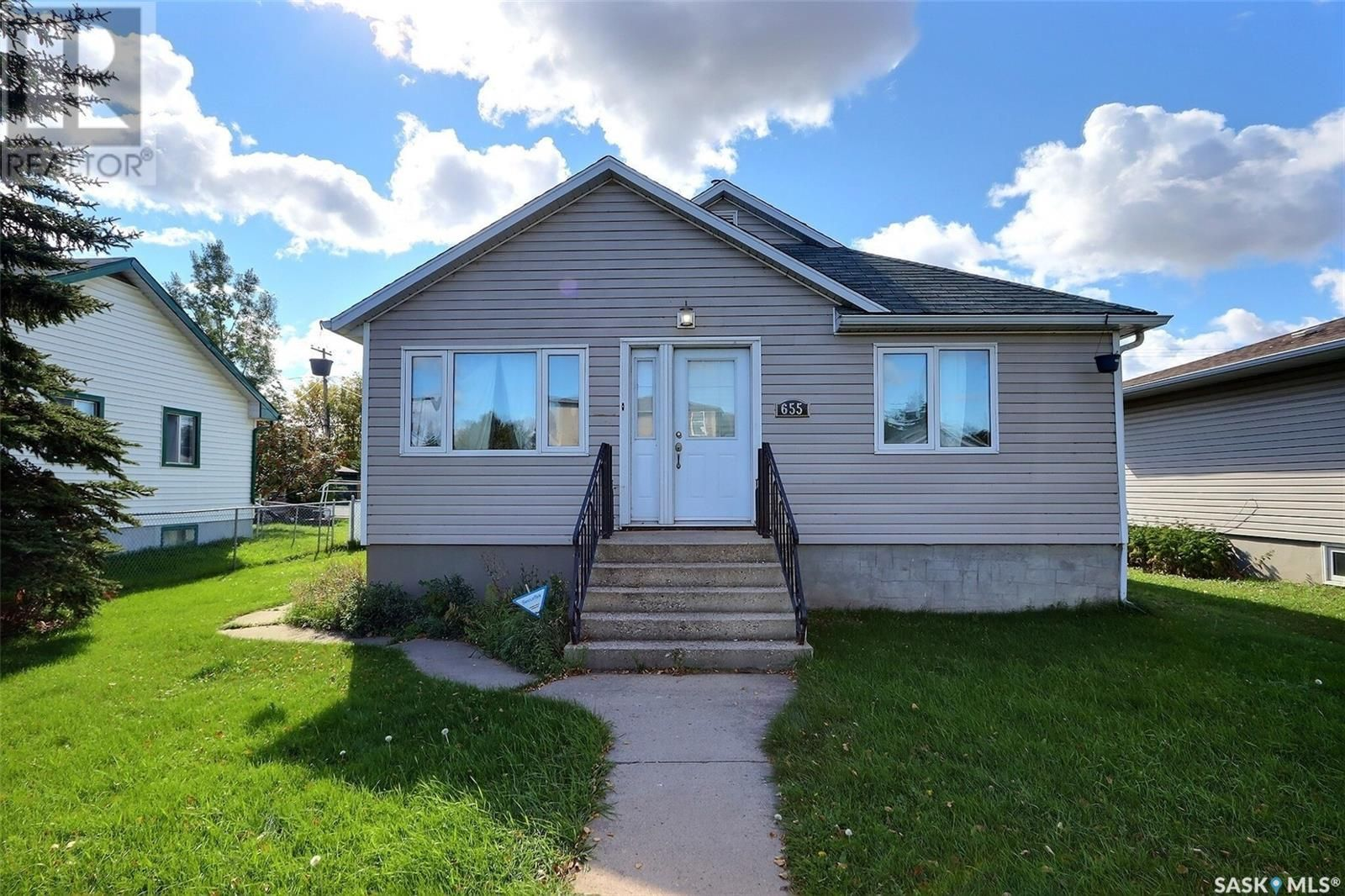 Main Photo: 655 4th ST E in Prince Albert: House for sale : MLS®# SK872073
