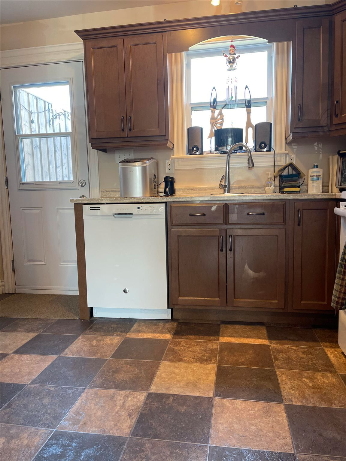 Photo 9: Photos: 131 Waller Drive in Truro: 104-Truro/Bible Hill/Brookfield Multi-Family for sale (Northern Region)  : MLS®# 202110237