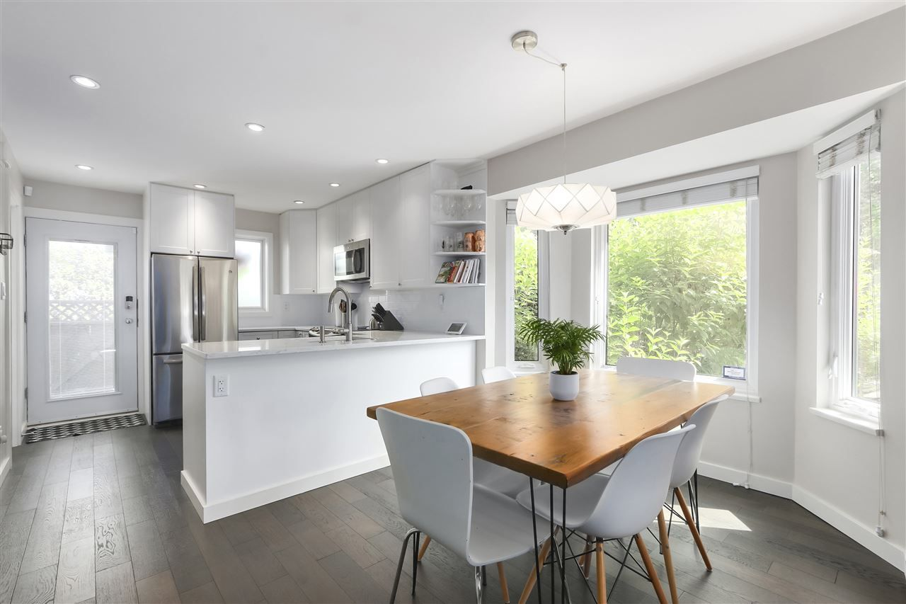 Photo 3: Photos: 154 W 12TH STREET in North Vancouver: Central Lonsdale Townhouse for sale : MLS®# R2487434