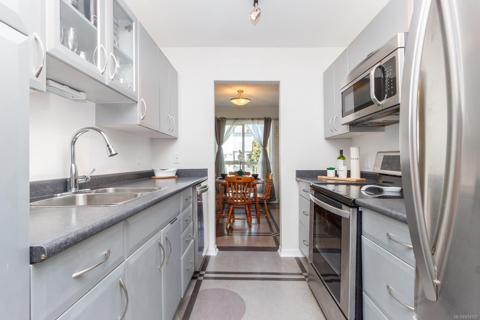 Main Photo: 304 1137 View St in : Vi Downtown Condo for sale (Victoria)  : MLS®# 854797