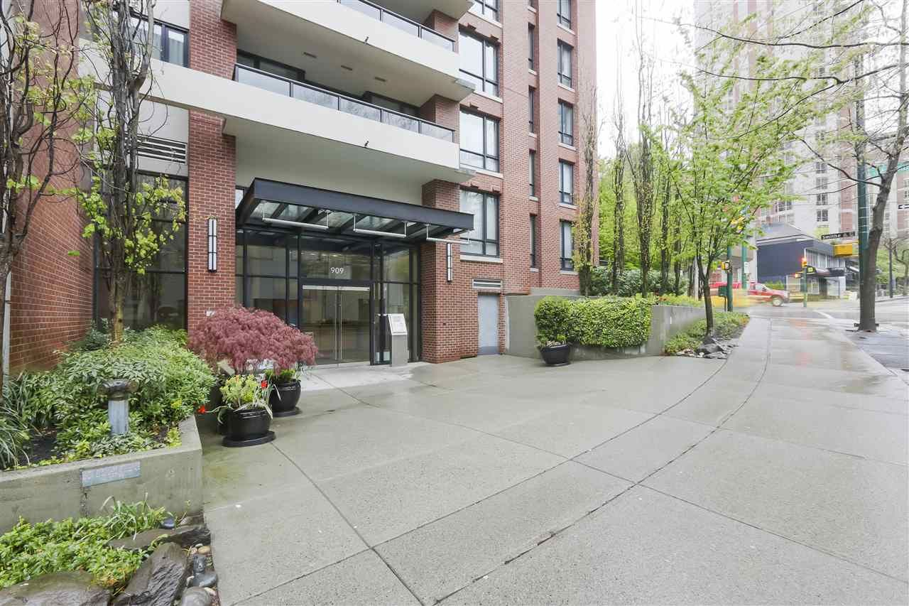 Main Photo: 1905 909 MAINLAND STREET in Vancouver: Yaletown Condo for sale (Vancouver West)  : MLS®# R2440557