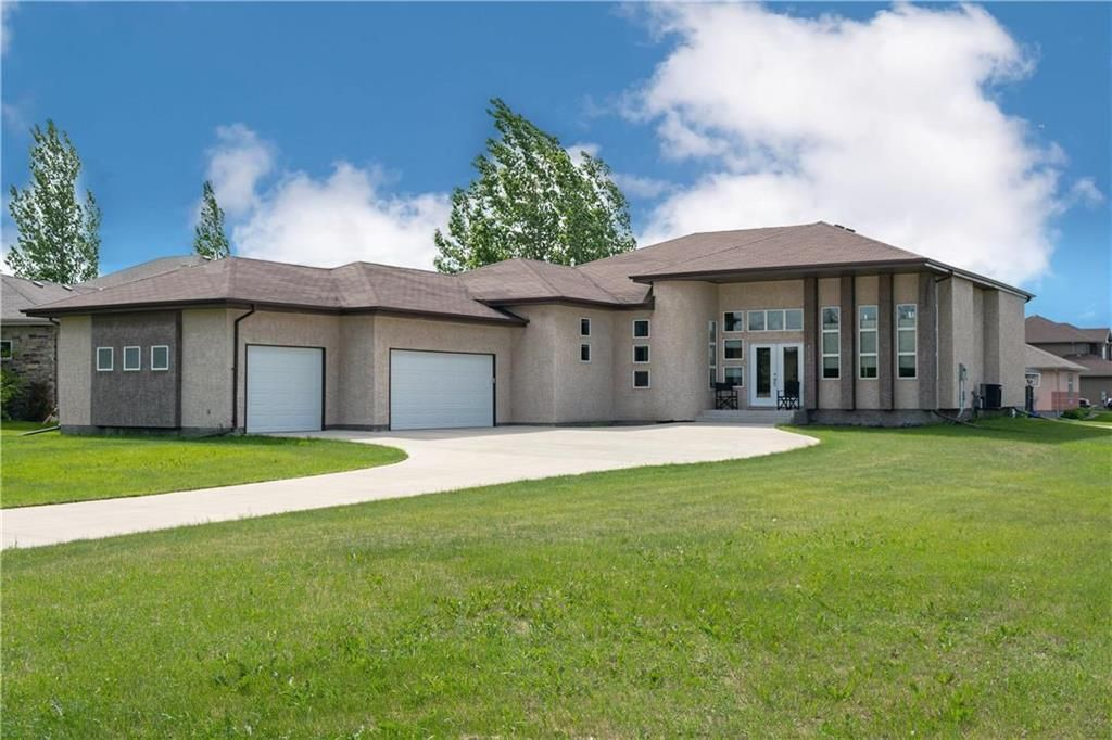 Main Photo: 112 River Edge Drive in West St Paul: Rivers Edge Residential for sale (R15)  : MLS®# 202115549