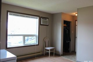 Photo 3: 102 Abbott Avenue in North Portal: Residential for sale : MLS®# SK868280