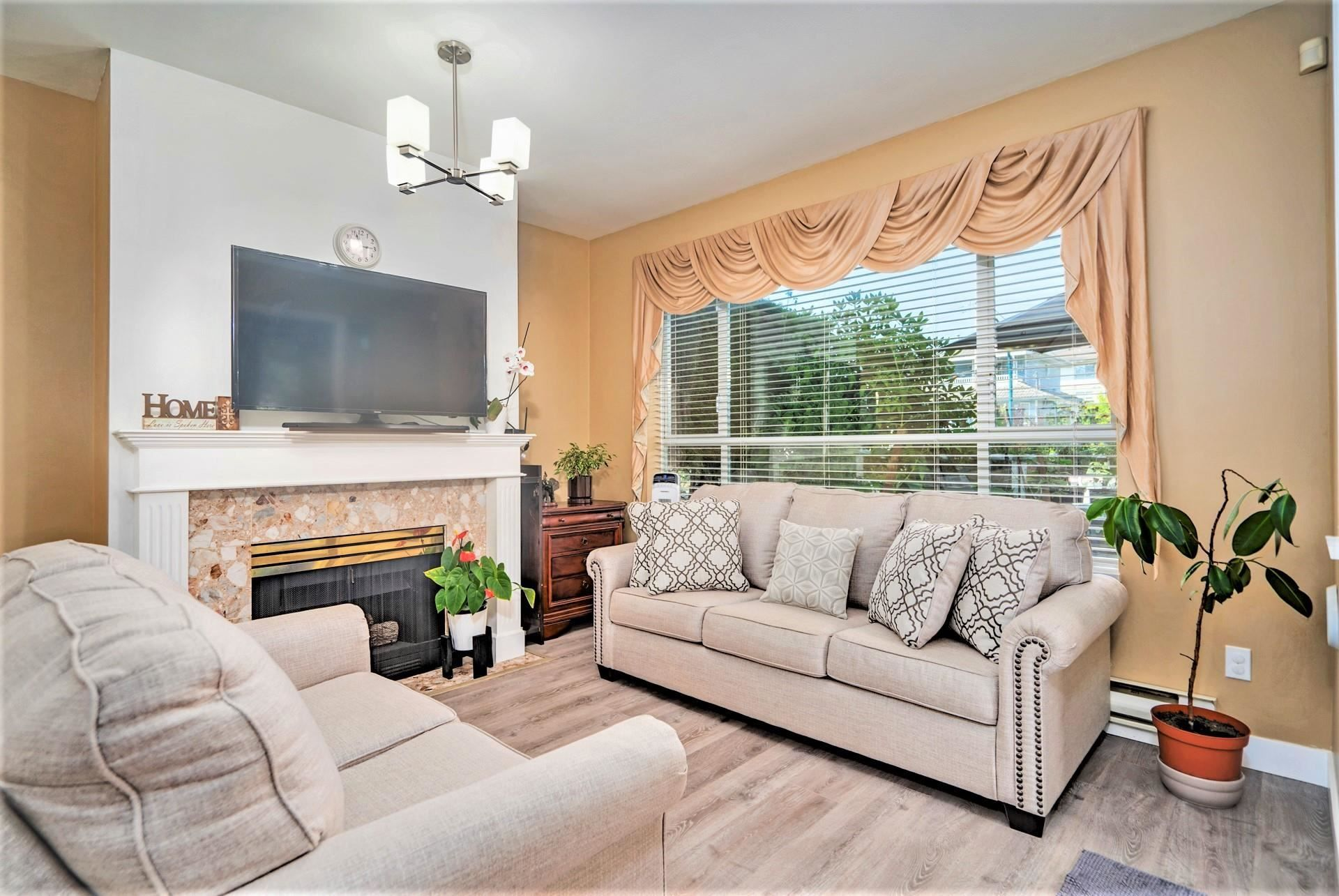 """Main Photo: 109 2340 HAWTHORNE Avenue in Port Coquitlam: Central Pt Coquitlam Condo for sale in """"BARRINGTON PLACE"""" : MLS®# R2609891"""