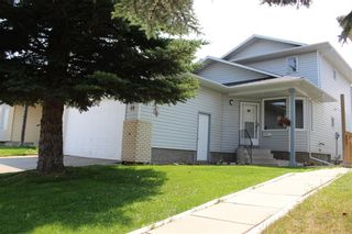 Photo 2: 14 PASADENA Garden NE in Calgary: Monterey Park Detached for sale : MLS®# C4198609