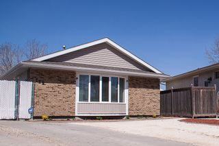 Photo 1: 129 Laurent Drive in Winnipeg: Richmond Lakes Residential for sale (1Q)  : MLS®# 1811424