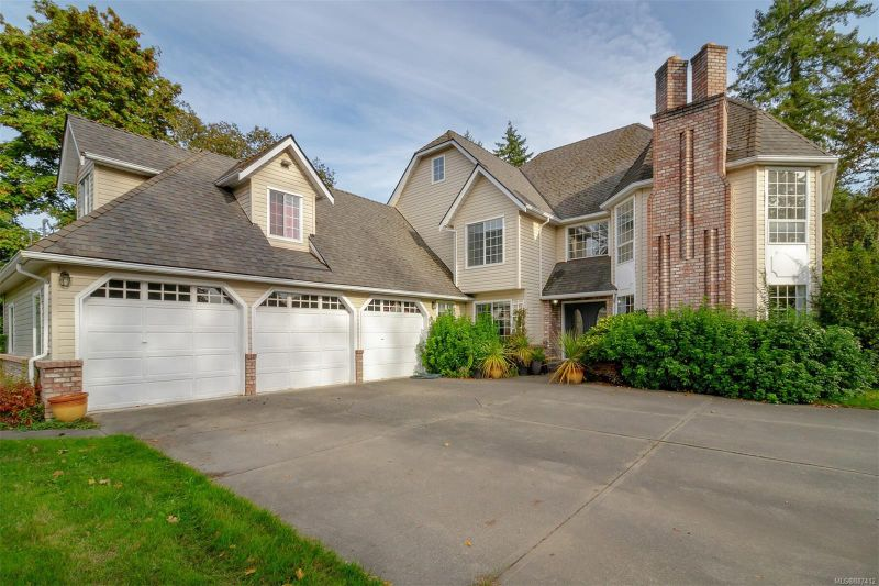 FEATURED LISTING: 1456 Maple Bay Rd Duncan