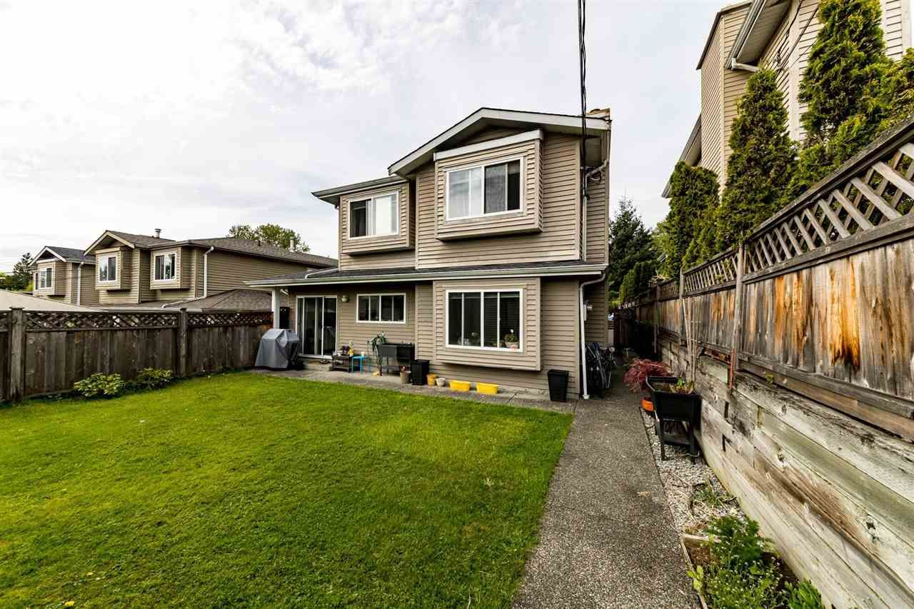 Main Photo: 239 W 19TH Street in North Vancouver: Central Lonsdale 1/2 Duplex for sale : MLS®# R2577522
