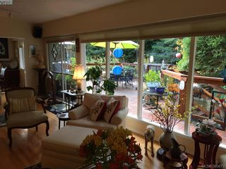 Photo 10: 3954 Grandis Pl in VICTORIA: SE Queenswood House for sale (Saanich East)  : MLS®# 774974
