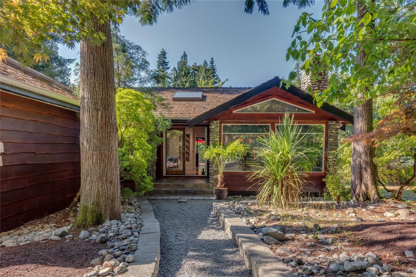 Main Photo: 471 Green Mountain Rd in : SW Prospect Lake House for sale (Saanich West)  : MLS®# 851212