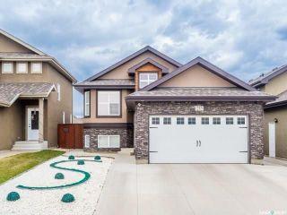 Photo 1: 215 Snell Crescent in Saskatoon: Stonebridge Residential for sale : MLS®# SK730695