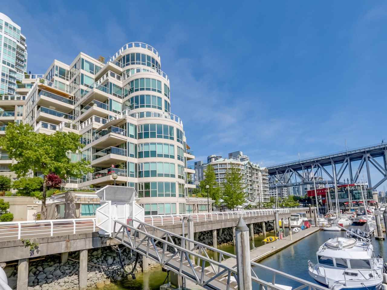 """Main Photo: 401 1600 HORNBY Street in Vancouver: Yaletown Condo for sale in """"Yacht Harbour Pointe"""" (Vancouver West)  : MLS®# R2075174"""