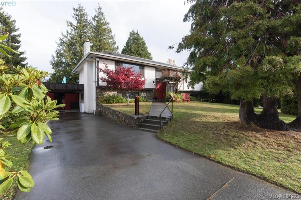 Main Photo: 1884 San Juan Ave in VICTORIA: SE Gordon Head House for sale (Saanich East)  : MLS®# 773740
