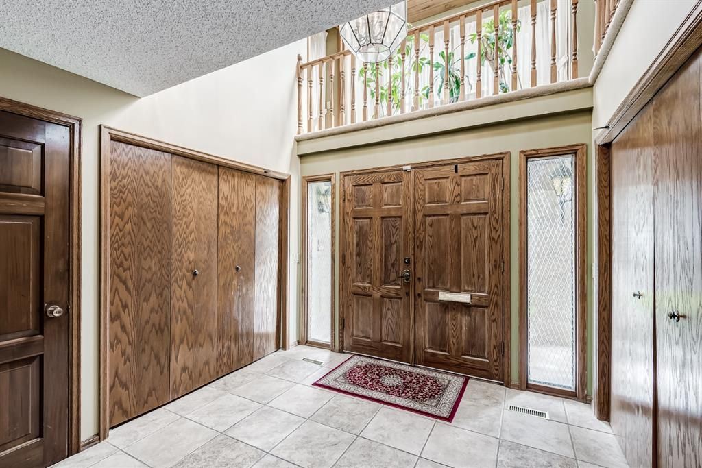 Photo 3: Photos: 156 Edgehill Close NW in Calgary: Edgemont Detached for sale : MLS®# A1127725