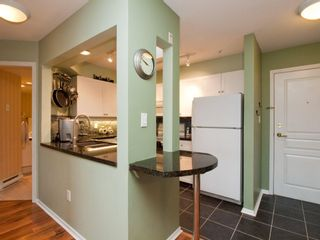 """Photo 9: 412 789 W 16TH Avenue in Vancouver: Fairview VW Condo for sale in """"SIXTEEN WILLOWS"""" (Vancouver West)  : MLS®# V938093"""