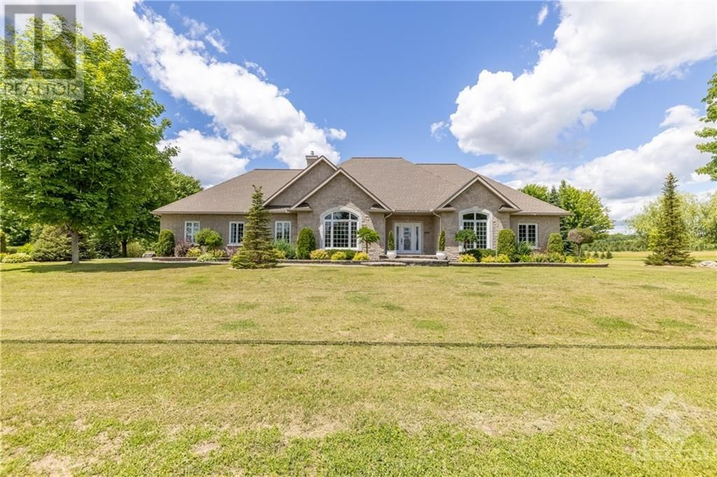 Main Photo: 280 OLD 17 HIGHWAY in Plantagenet: House for sale : MLS®# 1249289