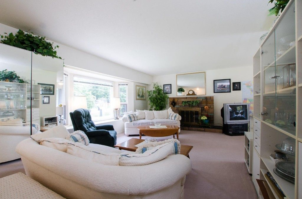 Photo 3: Photos: 24700 50 Avenue in Langley: Salmon River House for sale