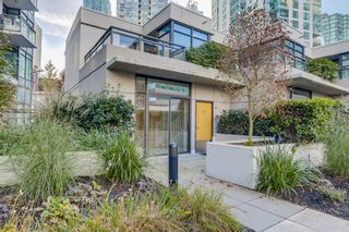 """Main Photo: 301 1211 MELVILLE Street in Vancouver: Coal Harbour Townhouse for sale in """"The Ritz"""" (Vancouver West)  : MLS®# R2558189"""