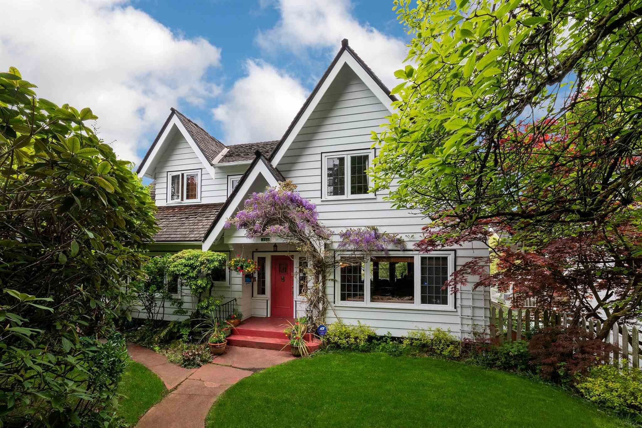 Main Photo: 2588 WALLACE Crescent in Vancouver: Point Grey House for sale (Vancouver West)  : MLS®# R2599733