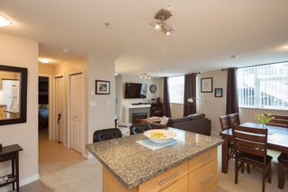 """Photo 5: 301 2225 HOLDOM Avenue in Burnaby: Central BN Condo for sale in """"LEGACY TOWERS"""" (Burnaby North)  : MLS®# R2329994"""