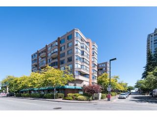"""Photo 1: 705 15111 RUSSELL Avenue: White Rock Condo for sale in """"Pacific Terrace"""" (South Surrey White Rock)  : MLS®# R2594025"""