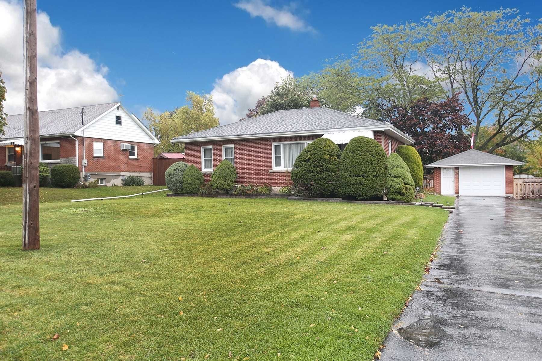 Main Photo: 67 S Elizabeth Crescent in Whitby: Blue Grass Meadows House (Bungalow) for sale : MLS®# E4609796