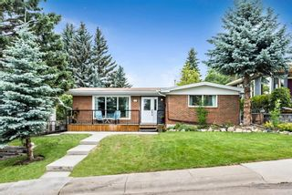 Main Photo: 2708 Crawford Road NW in Calgary: Charleswood Detached for sale : MLS®# A1132089