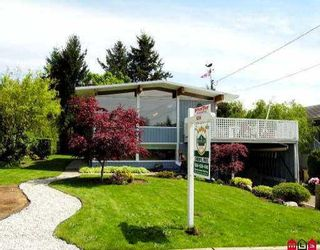 """Photo 1: 1052 HABGOOD ST: White Rock House for sale in """"EAST BEACH"""" (South Surrey White Rock)  : MLS®# F2609323"""