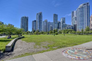 """Photo 33: 105 1383 MARINASIDE Crescent in Vancouver: Yaletown Townhouse for sale in """"COLUMBUS"""" (Vancouver West)  : MLS®# R2478306"""