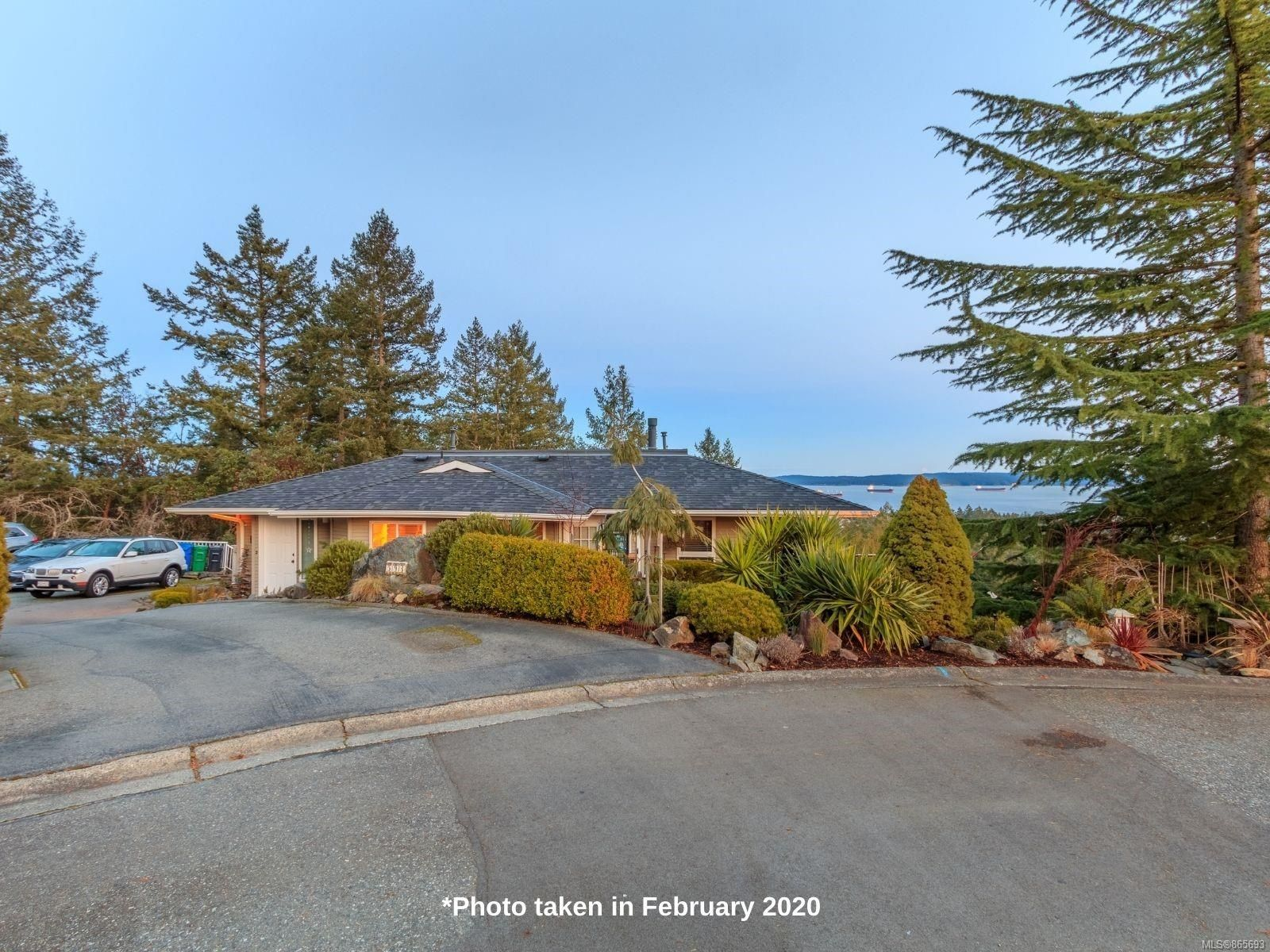 Main Photo: 591 Cumberland Pl in : Na Departure Bay Half Duplex for sale (Nanaimo)  : MLS®# 865693