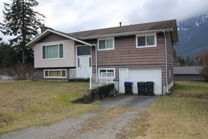 Main Photo: 480 6TH Avenue in Hope: Hope Center House for sale : MLS®# R2439695