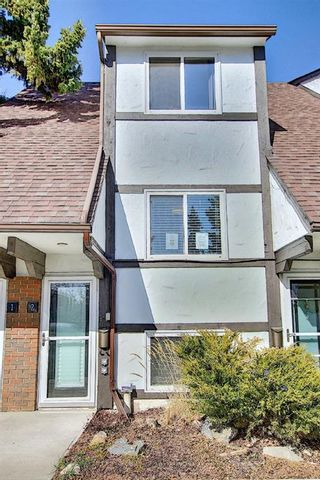 Photo 2: 2 304 Cedar Crescent SW in Calgary: Spruce Cliff Row/Townhouse for sale : MLS®# A1153924