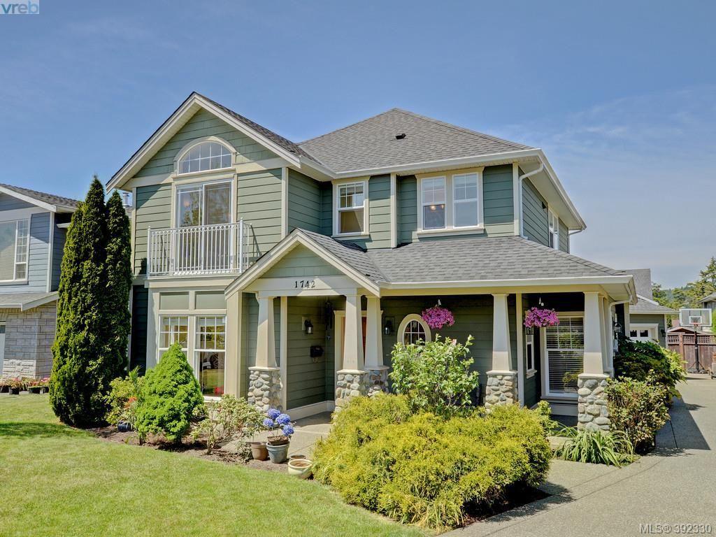 Main Photo: 1742 Mamich Cir in VICTORIA: SE Gordon Head House for sale (Saanich East)  : MLS®# 788579