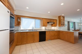 Photo 7: 275 MONTROYAL Boulevard in North Vancouver: Upper Delbrook House for sale : MLS®# R2603979