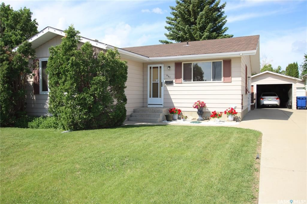 Main Photo: 481 Meighen Crescent in Saskatoon: Confederation Park Residential for sale : MLS®# SK860893