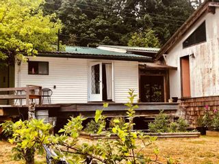 Photo 3: 2897 SUNSHINE COAST Highway: Roberts Creek House for sale (Sunshine Coast)  : MLS®# R2602692