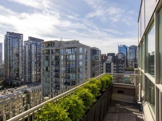 """Photo 9: 2001 1055 RICHARDS Street in Vancouver: Downtown VW Condo for sale in """"Donovan"""" (Vancouver West)  : MLS®# R2555936"""