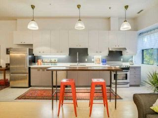 Photo 1: 204 700 W King Street in Toronto: Niagara Condo for sale (Toronto C01)  : MLS®# C3633674